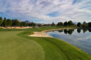 Golfcourse-right-lake